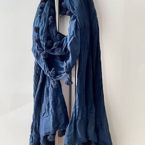 Club Monaco large long scarf Navy Blue